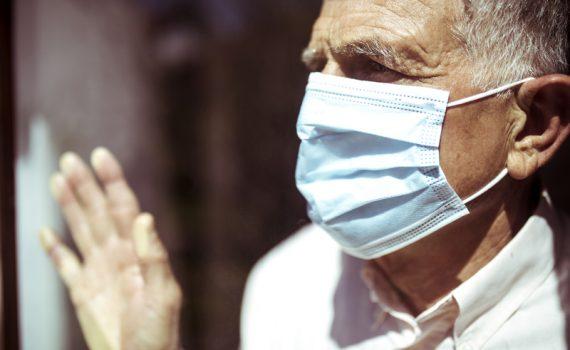 El exceso de información podría influir en la salud de los adultos mayores