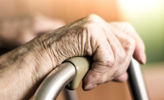 La desprotección de los adultos mayores entre fronteras