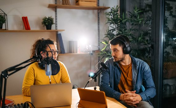 ¿Cómo funciona la publicidad en un podcast?