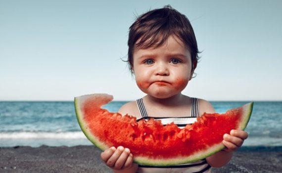 Los peligros del azúcar para niños menores de dos años