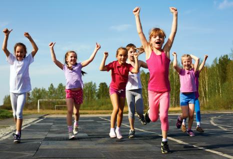 Los beneficios de enseñar a los niños a amar el juego al aire libre