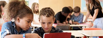 children-learning-in-a-classroom-with-tablets-dos