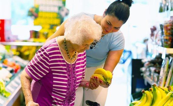 Comportamiento asertivo en el cuidado de adultos mayores
