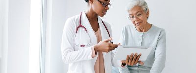 older-lady-talking-with-a-doctor